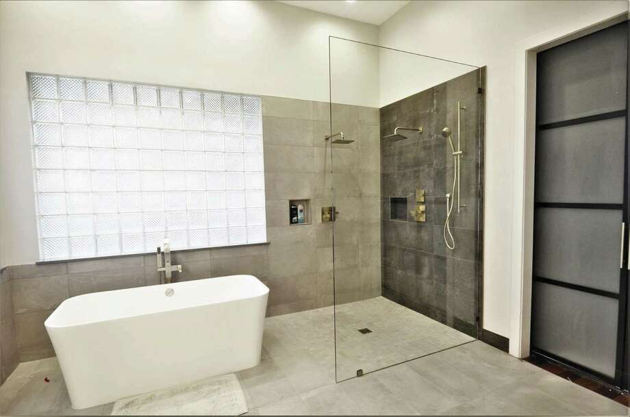 A Clear Gl Shower Panel Makes This Room Seem Brighter And Larger