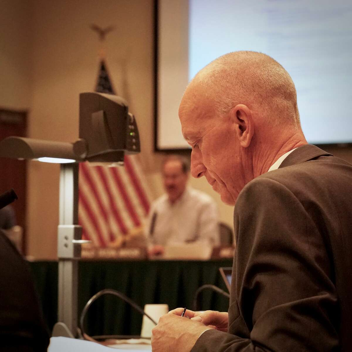 Longtime Lafayette city manager Steven Falk announced his resignation at a City Council meeting this week. He will step down at the end of the year.