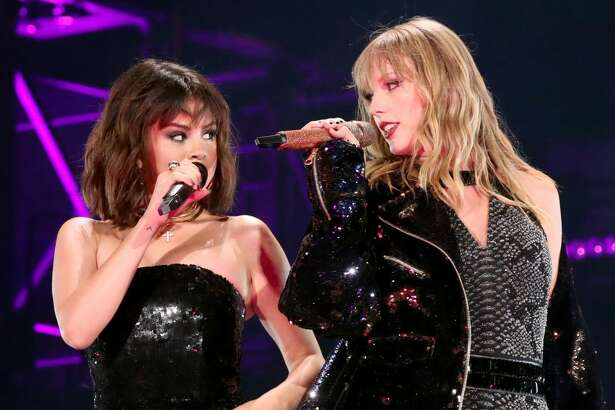 PASADENA, CA - MAY 19: Selena Gomez and Taylor Swift perform onstage during the Taylor Swift reputation Stadium Tour at the Rose Bowl on May 19, 2018 in Pasadena, California (Photo by Christopher Polk/TAS18/Getty Images)