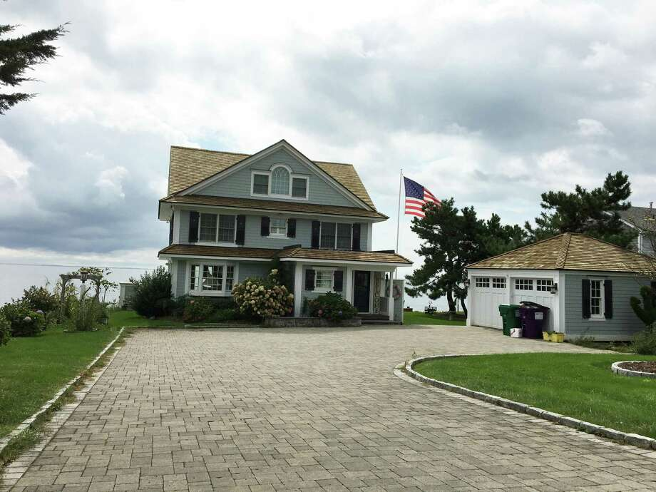 A beach house in Madison owned by Republican Bob Stefanowski Photo: Ken Dixon / Hearst Connecticut Media