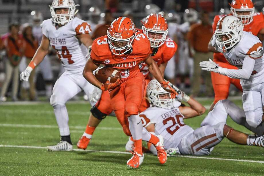United's Jerry Gonzalez had a career-high 225 yards and three touchdowns a week ago against LBJ. Photo: Danny Zaragoza /Laredo Morning Times File