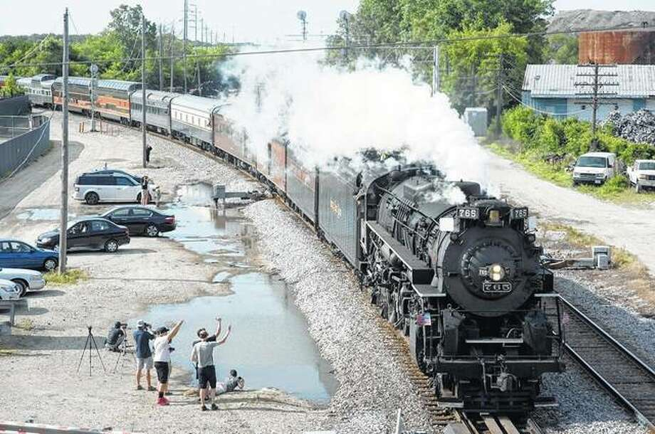 A Kansas City-bound freight train rolls through Itasca on Canadian Pacific Railway tracks where Metra also operates the Milwaukee District West commuter service. Photo: Joe Lewnard | Daily Herald