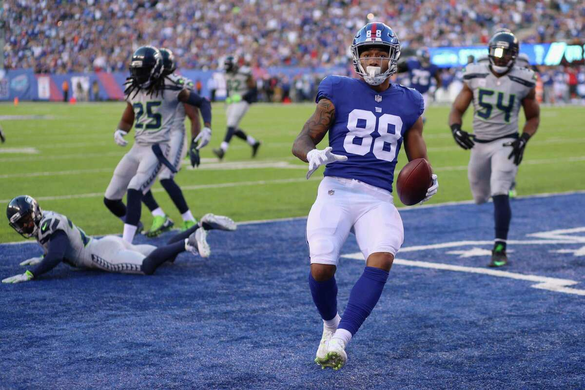 EAST RUTHERFORD, NJ - OCTOBER 22: Evan Engram #88 of the New York Giants runs 5-yards to score a touchdown against the Seattle Seahawks during the second quarter of the game at MetLife Stadium on October 22, 2017 in East Rutherford, New Jersey. (Photo by Abbie Parr/Getty Images) ORG XMIT: 700070700