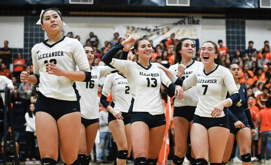 Alexander High School celebrate winning the fourth set during a game against United High School on Saturday, Sept. 29, 2018, at Alexander High School. Photo: Danny Zaragoza /Laredo Morning Times