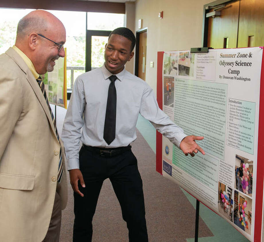 Noyce scholar Donovan Washington shares the major takeaways from his summer experience with College of Arts and Sciences Dean Greg Budzban. Photo: SIUE Photo