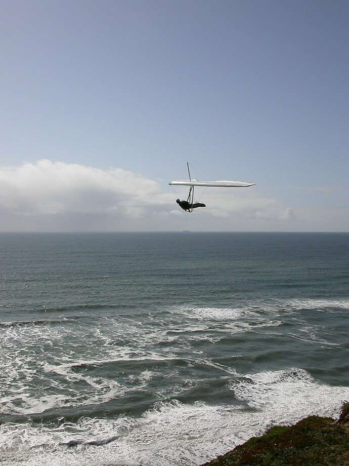 A hang glider sails along the San Francisco coastline at Fort Funston, south of Ocean Beach along the Great Highway. Photo: Tom Stienstra / The Chronicle