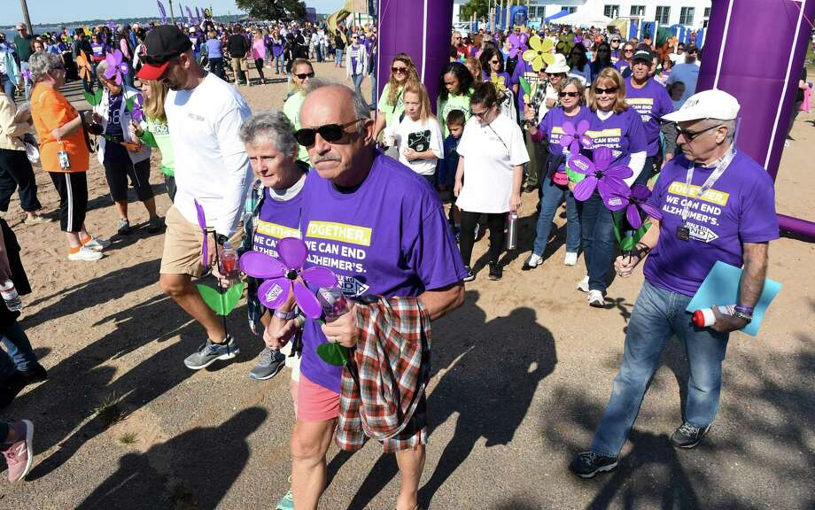 Walkers begin the 2018 Walk to End Alzheimer's at Lighthouse Point Park in New Haven on September 30, 2018. Over 1600 walkers participated carrying flowers to signify their connection to Alzheimer's. Photo: Arnold Gold / Hearst Connecticut Media / New Haven Register