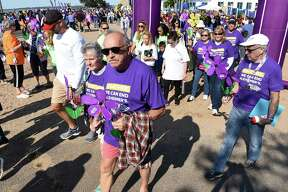 Walkers begin the 2018 Walk to End Alzheimer's at Lighthouse Point Park in New Haven on September 30, 2018. Over 1600 walkers participated carrying flowers to signify their connection to Alzheimer's.
