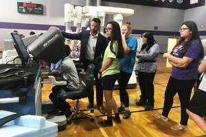Medical Center Health Systems staff help Bowie Middle School students operate robotic surgical equipment and simulators 9/25/18.