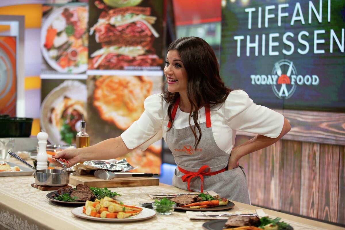 Actress and host of the Cooking Channel's 'Dinner at Tiffani's' Tiffani Thiessen discusses her cookbook 'Pull Up a Chair: Recipes from My Family to Yours.'