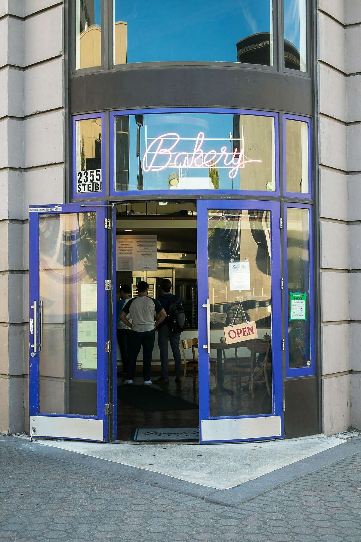 Sweet Bar Bakery in Oakland has new owners.