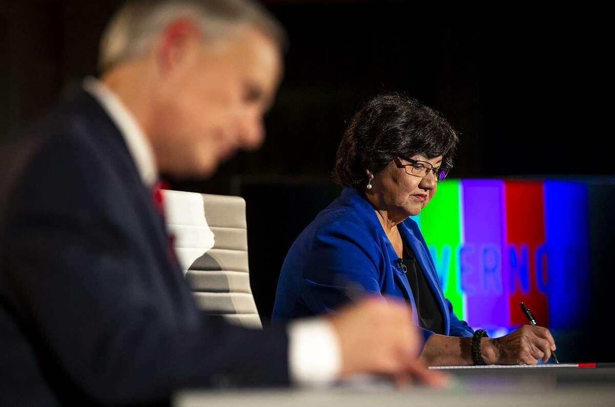 Lupe Valdez writes notes before a gubernatorial debate against Gov. Greg Abbott at the LBJ Library in Austin, Texas, on Friday, Sept. 28, 2018. [NICK WAGNER/AMERICAN-STATESMAN]