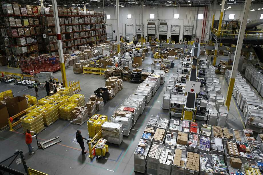 This is August. 3, 2017, File photo and workers prepare to move products in an Amazon Nutrition Center in Baltimore. Some of the conveniences given to a package are delayed.  & gt; When you buy Amazon you will find some tips and tricks here ... Photo: Patrick Semanski, Associated Press