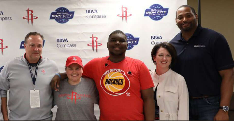 The Rockets signed free agents Courtney Pruitt, 18, and Jalen Hall, 14, patients at Children's of Alabama hospital, to one-day contracts before the game on Tuesday. Photo: Houston Rockets Twitter