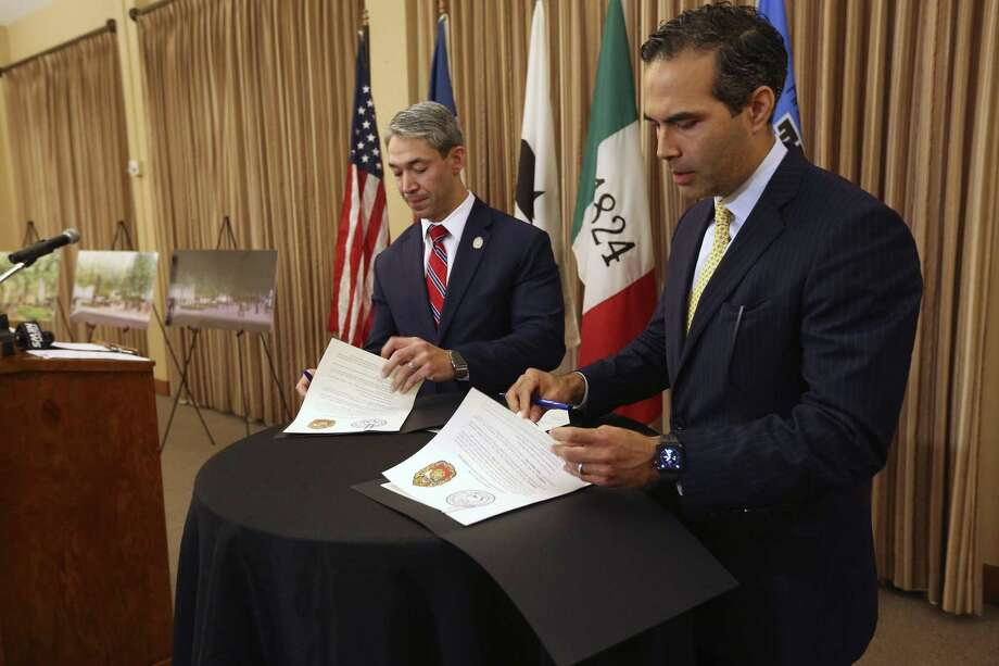 San Antonio Mayor Ron Nirenberg, left, and Texas Land Commissioner George P. Bush sign a resolution Oct. 2, 2018, agreeing on the general terms of the Alamo master plan which includes the closing of Alamo Street through Alamo Plaza and moving the Cenotaph to a different location in the plaza. Photo: William Luther /Staff Photographer / © 2018 San Antonio Express-News