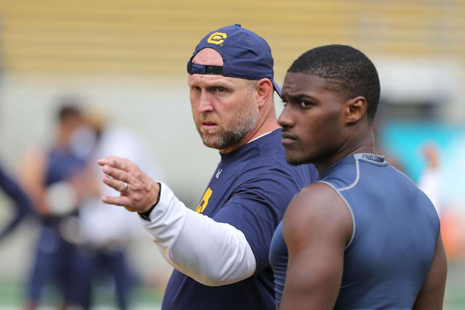 Cal special teams coordinator Charlie Ragle instructs Jordan Duncan and the hands team during practice. Photo: Al Sermeno / KLC Fotos