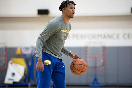 Damion Lee works out during a practice at the Golden State Warriors Rakuten Center in Oakland, Calif., on Wednesday September 26, 2018