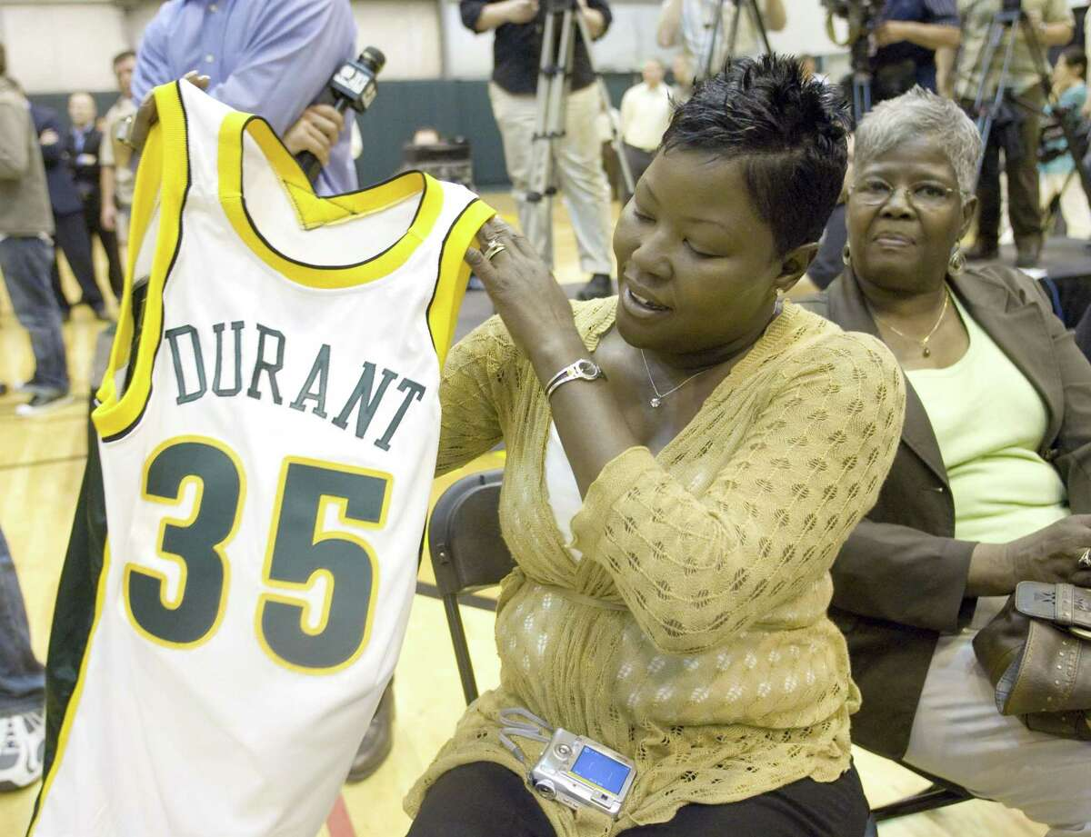 Wanda Pratt, the mother of Seattle SuperSonics draft pick Kevin Durant, holds up her son's jersey after a news conference introducing him at the NBA basketball team's practice center in Seattle, Friday, June 29, 2007. Behind is Durant's grandmother Barbara Davis. (AP Photo/John Froschauer)