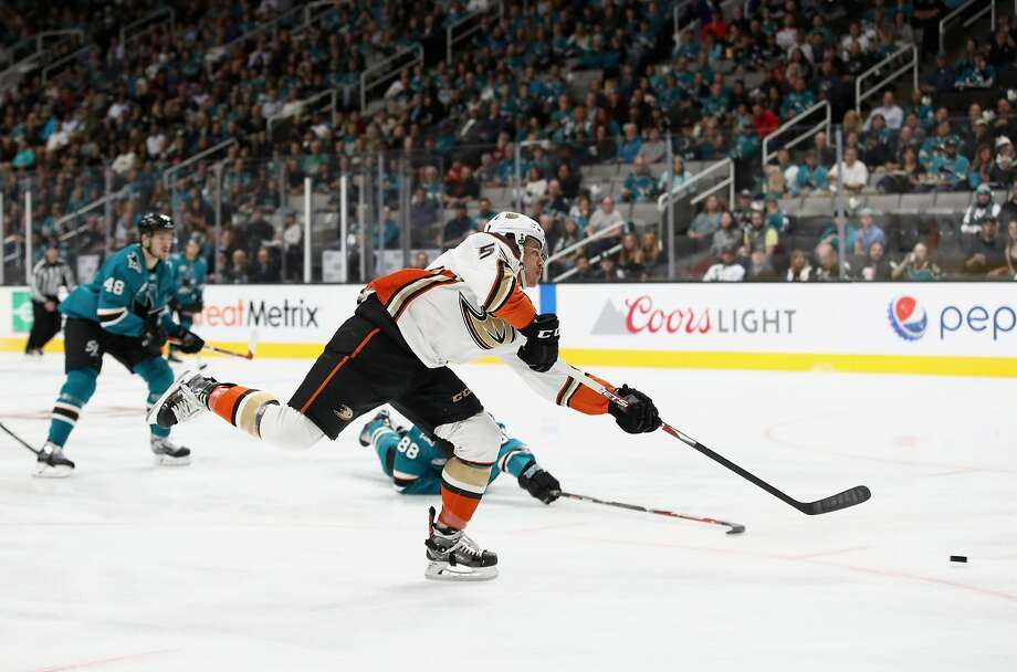 Ducks rookie Max Comtois unleashes a first-period shot that produced his first career NHL goal and started Anaheim on its way to a season-opening win over the Sharks at SAP Center. Photo: Ezra Shaw / Getty Images