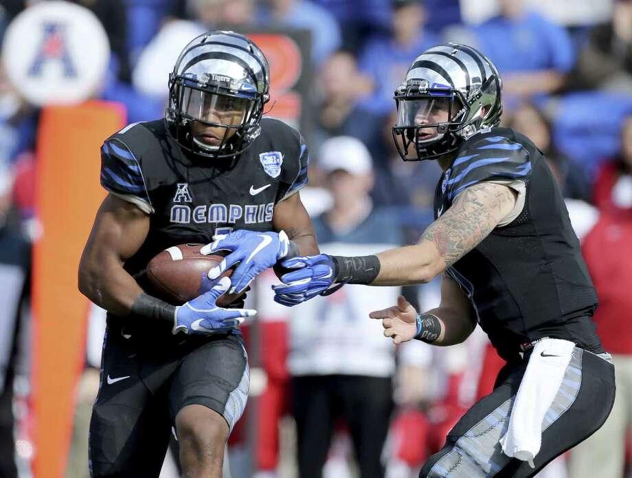 Memphis' Tony Pollard averaged 40.1 yards per kickoff return during the 2017 season. Photo: Associated Press File Photo / FR2769 AP