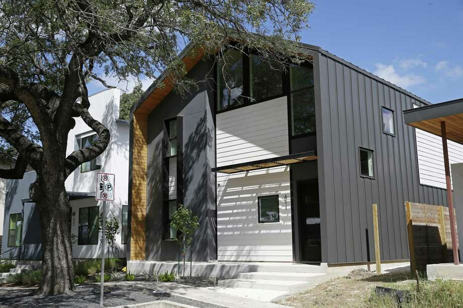 611 Leigh St., Lavaca.A view of the front and side elevations of the George Torres III residence in the Lavaca neighborhood. The home is part of the American Institute of Architects 2018 San Antonio Homes Tour scheduled for Oct. 13. Photo: Jerry Lara /Staff Photographer / © 2018 San Antonio Express-News