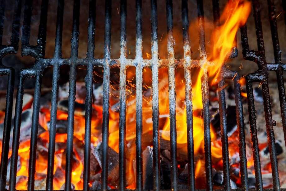 Barbecue grill grates. Photo: Valentyn Semenov / EyeEm/Getty Images/EyeEm