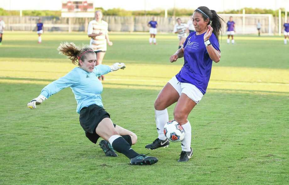 TAMIU Valeria Macias blocks the ball during a game against St. Mary's University on Thursday, Oct. 4, 2018, at the TAMIU Soccer Complex. Photo: Danny Zaragoza /Laredo Morning Times