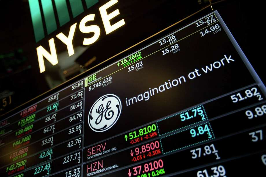 A monitor displays General Electric Co. signage on the floor of the New York Stock Exchange on March 12, 2018. Photo: Bloomberg Photo By Michael Nagle / © 2018 Bloomberg Finance LP