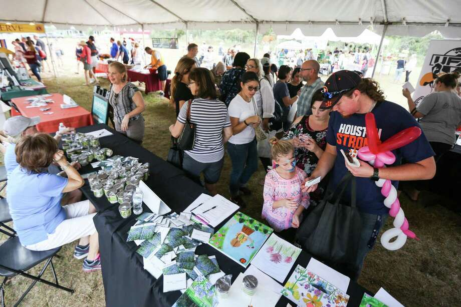 Attendees of the 30th Annual Wildflower Festival browse tables with various wildflower seeds on Saturday, Nov. 4, 2017, at Hughes Landing in The Woodlands. Photo: Michael Minasi, Staff Photographer / Houston Chronicle / © 2017 Houston Chronicle