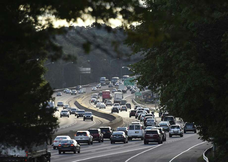 Evening rush hour traffic moves along I-95 near Exit 4 in the Cos Cob section of Greenwich, Conn. Wednesday, Oct. 3, 2018. Photo: Tyler Sizemore / Hearst Connecticut Media / Greenwich Time