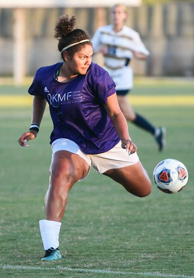 Porscha Miseles-Huff scored her third goal of the season Thursday, the most from a TAMIU player outside of Cio Bargallo since 2015. Photo: Danny Zaragoza /Laredo Morning Times File