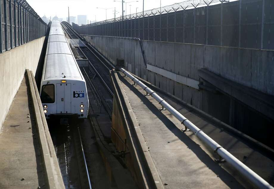 A westbound BART train enters the transbay tube in Oakland, Calif. on Friday, Feb. 16, 2018. BART trains were experiencing delays Monday due to the extreme heat. Photo: Paul Chinn / The Chronicle
