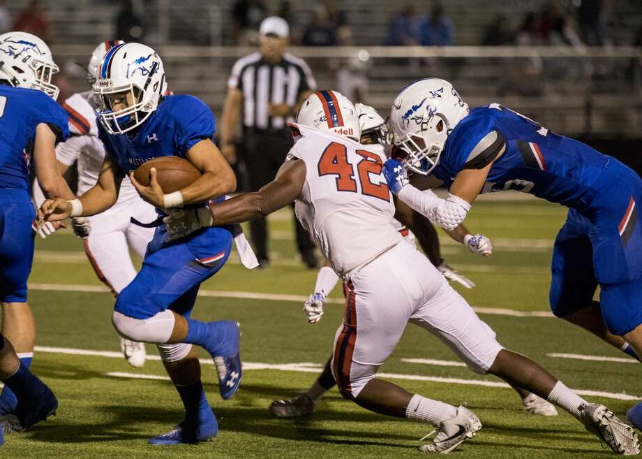 Midland Christian's Mathew Madison (21) runs forward with the ball in Friday night's homecoming game against San Antonio Cornerstone. Photo: Jacy Lewis/191 News