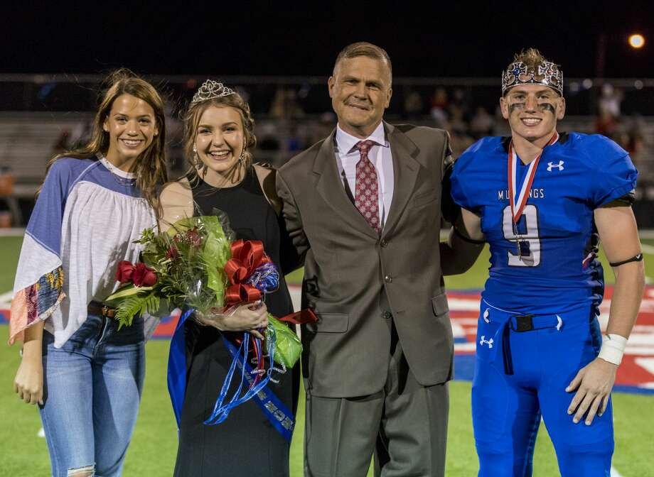 Abby Claire Brown, 2017 homecoming queen, Kaitlyn Grigsby, Brent Grigsby and Micah Strahan on Friday night. Photo: Jacy Lewis/191 News