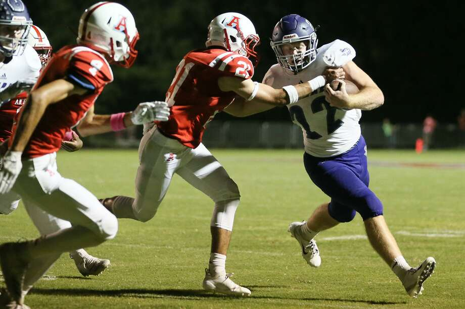 Boerne's Colton Pool (right) tries to turn the corner on Antonian's Matt Spangler during the first half of their high school football game at Antonian Stadium on Friday, Oct. 5, 2018. Photo: Marvin Pfeiffer, Staff Photographer / Express-News 2018