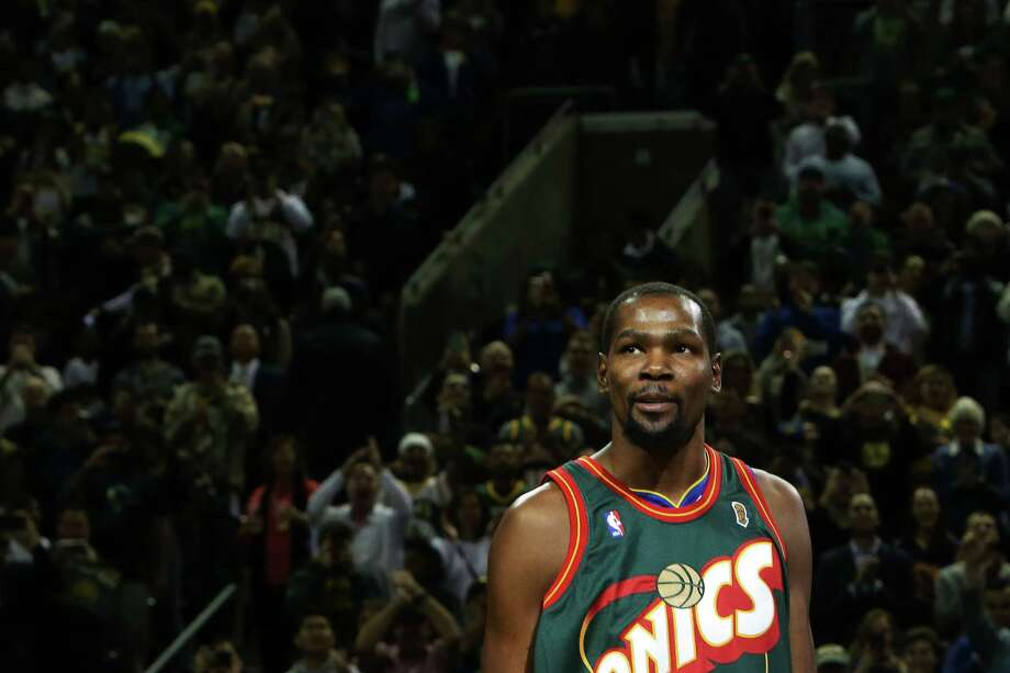 new style 0fa99 44e5d Warriors' Kevin Durant dazzles in return to Seattle ...