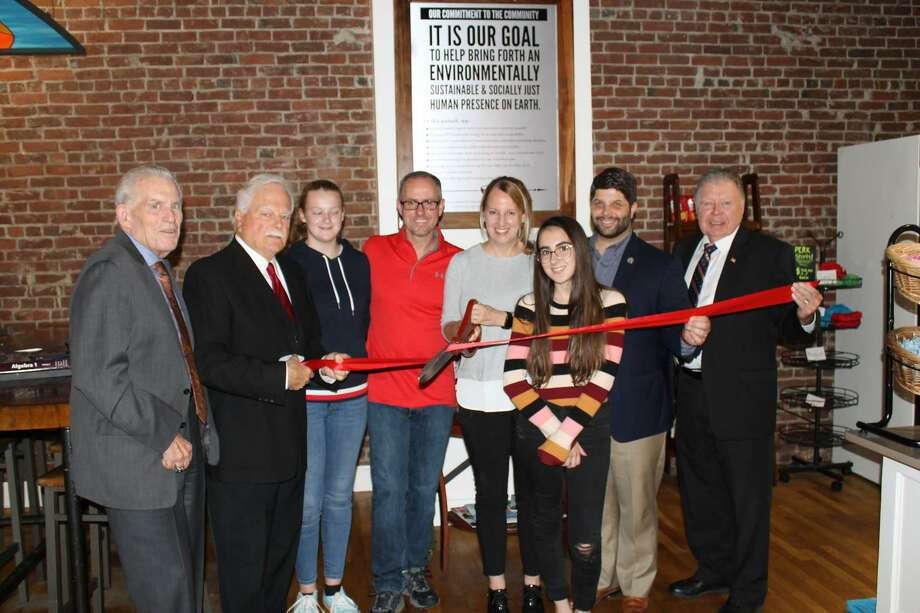 Perk on Main held a grand re-opening for a new larger location in Main Street Market in Middletown on Oct 4. Chamber President Larry McHugh, Middletown Small Business Counselor Paul Dodge, Middletown Mayor Dan Drew and Chamber Chairman Jay Polke joined Perk on Main Owner Katie Hughes-Nelson and her family for the celebration. Photo: Middletown Chamber /