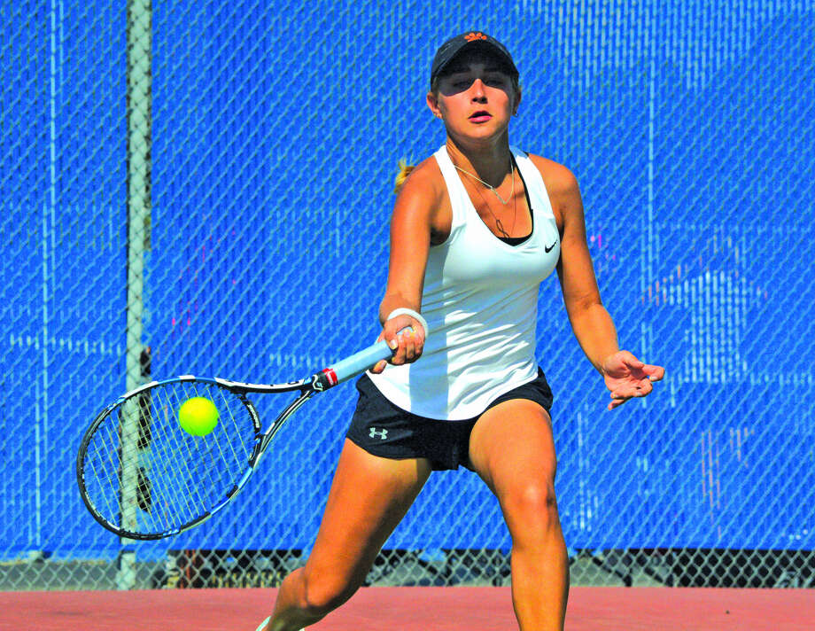 Edwardsville sophomore Grace Hackett makes a forehand return during her No. 6 singles final on Saturday in the Southwestern Conference Tournament at Belleville East. Photo: Scott Marion