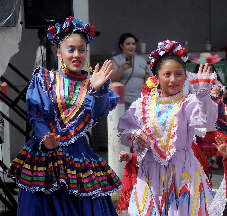 Kaylyn Pena and Valoria Cruz from the Ballet Folklorico Azteca de Houston dance at the Cigna Sunday Streets event on Irvington Sunday Oct. 07,2018. Photo: Dave Rossman, Contributor / 2018 Dave Rossman