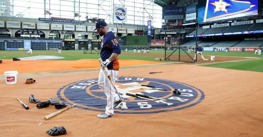 Houston Astros catcher Brian McCann (16) walks to the batting cage during workouts at Minute Maid Park, October 4, 2018, in Houston. Photo: Karen Warren/Staff Photographer