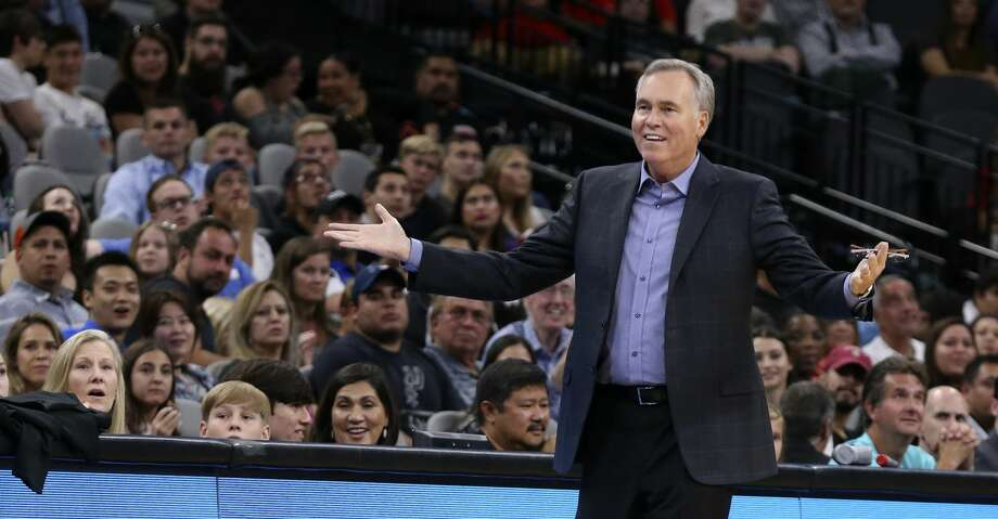 Houston Rockets' head coach Mike D'Antoni protest a foul call during the first half against the San Antonio Spurs at the AT&T Center, Sunday, Oct. 7, 2018. Photo: JERRY LARA/San Antonio Express-News