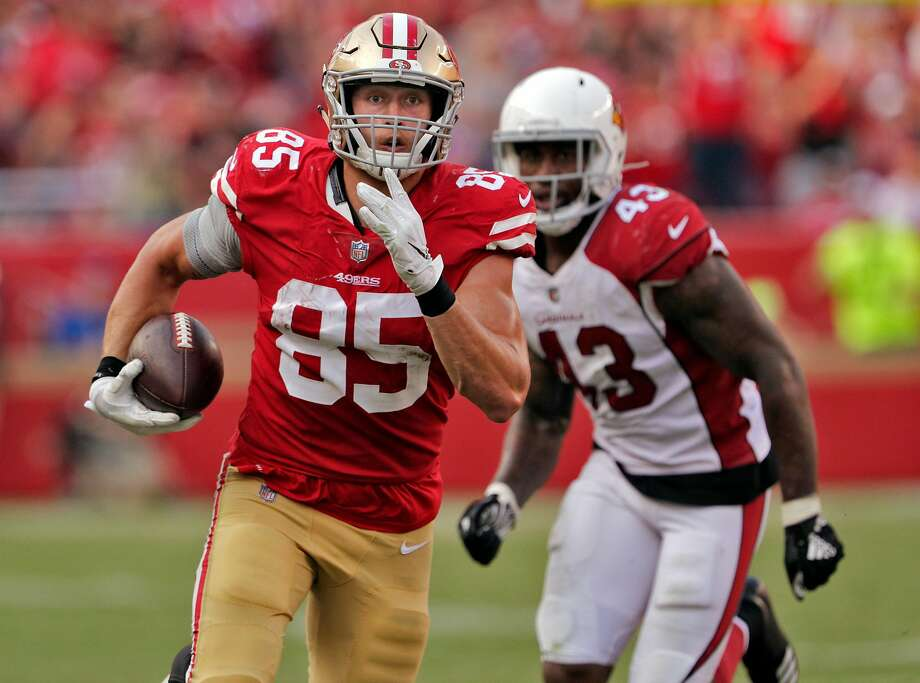 George Kittle (85) runs after a catch in the fourth quarter for a first down as the San Francisco 49ers played the Arizona Cardinals at Levi's Stadium in Santa Clara, Calif., on Sunday, October 7, 2018. Photo: Carlos Avila Gonzalez / The Chronicle