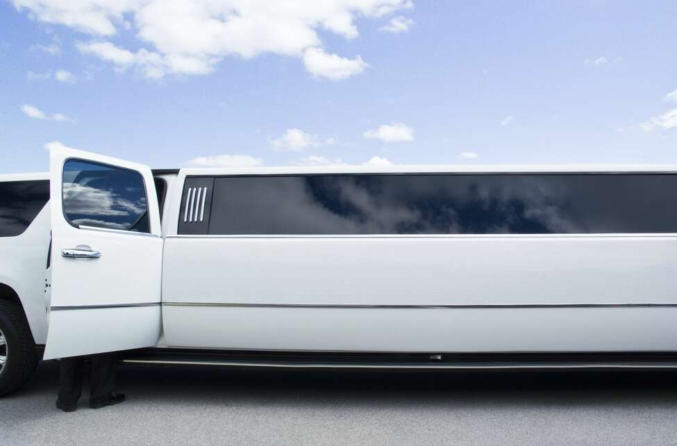 A stretch Lincoln Navigator limousine, similar to the 2001 Ford Excursion limo involved in the Schoharie crash.