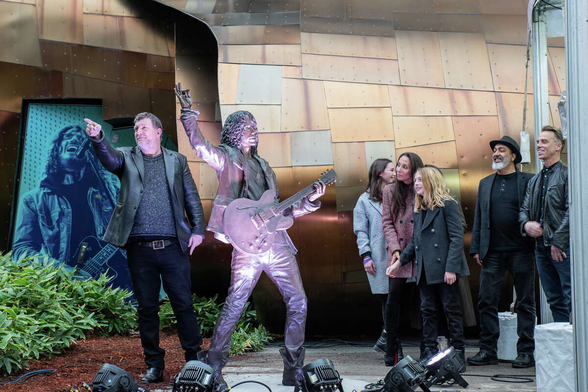 Soundgarden frontman, Chris Cornell, was honored with a new statue near the Seattle Museum of Pop Culture, unveiled on October 7, 2018.