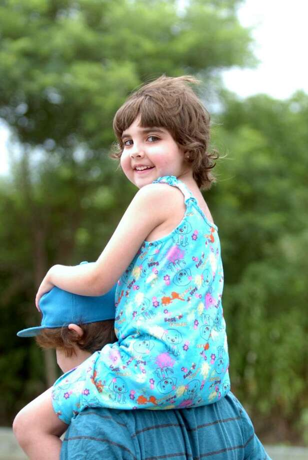 Zoe Anyan, 7, died Wednesday night at Boston Children's Hospital with her family around her, family spokesman Daphne Mainsaid. Photo: Autumn Driscoll / Connecticut Post