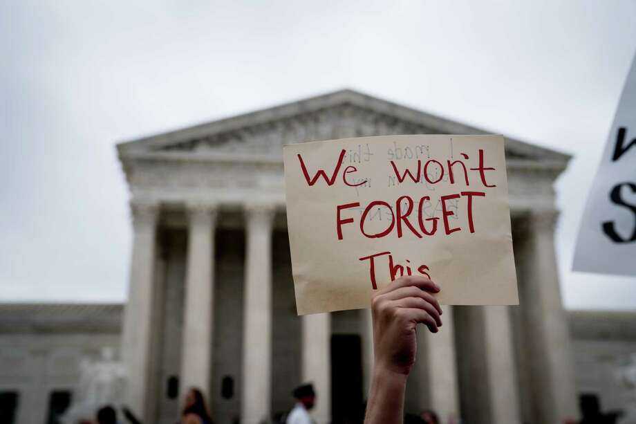 Demonstrators outside the Supreme Court building Saturday. The Kavanaugh hearings laid bare partisan divisions and will mar the court for years to come. Photo: ERIN SCHAFF /NYT / NYTNS