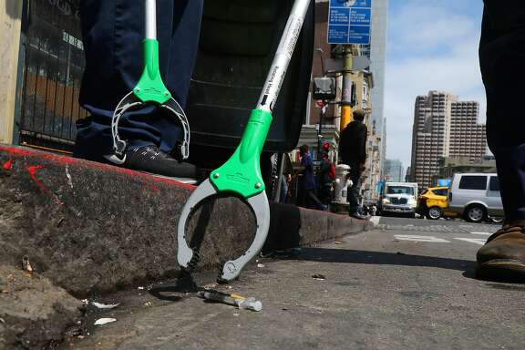 A worker with the waste management company Recology picks up a syringe in the Tenderloin neighborhood of San Francisco, Aug. 29, 2018. The city�s new mayor has made cleaner streets a top priority. Residents say it will take much more than a broom to do it. (Jim Wilson/The New York Times)
