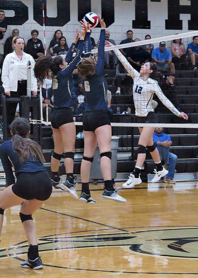 Arin Vallone and Kayra Guajardo defend for the Lady Bulldogs of Alexander as Natalie Ponce hits the ball for the United South Lady Panthers, Tuesday, September 26, 2017, at the United South gym. Photo: Cuate Santos /Laredo Morning Times File / Laredo Morning Times