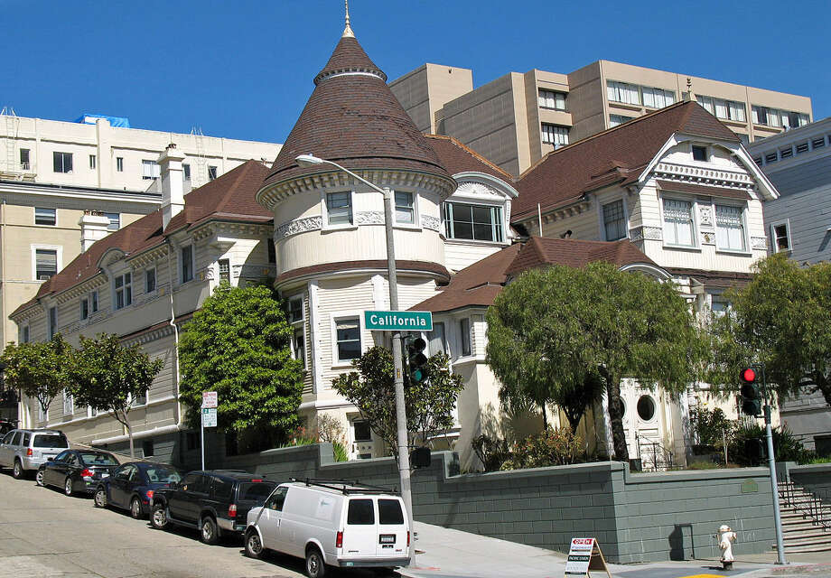 Atherton House on 1990 California Street in San Francisco, as it appears today. The ghost of George Atherton supposedly haunts the residence. Photo: Mike Hofman/Wikimedia Commons