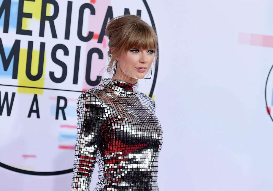 Taylor Swift arrives at the American Music Awards on Tuesday, Oct. 9, 2018, at the Microsoft Theater in Los Angeles. (Photo by Jordan Strauss/Invision/AP) Photo: Jordan Strauss / Invision